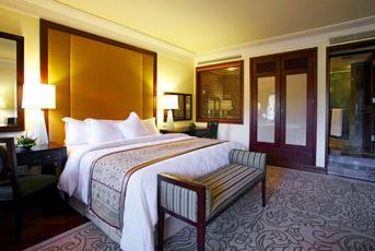 executive suite bedroom